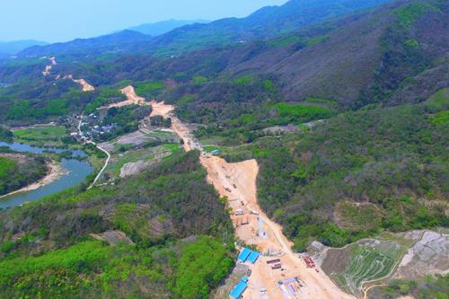 航拍海南中线高速琼中至乐东段工程 预计2018年通车