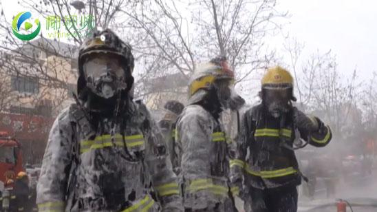 """辛苦了!消防员-30℃灭火变""""冰甲勇士"""""""