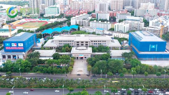 瞰海南:海南省图书馆二期开启外立面安装 各项建设有序推进