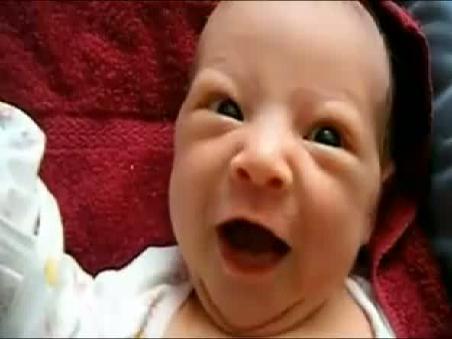 刚出生不久的可爱萌宝